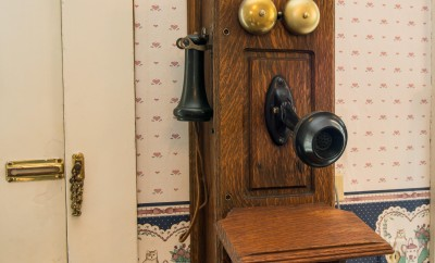 old crank telephone